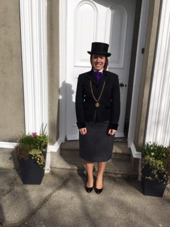 HM Sheriff at the door of Jurat Felicity Quevatre-Malcic